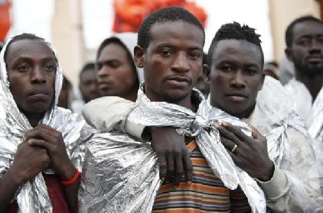 https://www.ragusanews.com//immagini_articoli/28-10-2016/migranti-gup-scarcera-nove-scafisti-420.jpg