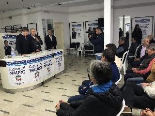 http://www.ragusanews.com//immagini_articoli/28-10-2017/modica-aperto-comitato-elettorale-giovanni-mauro-240.jpg