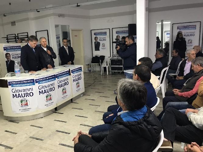 http://www.ragusanews.com//immagini_articoli/28-10-2017/modica-aperto-comitato-elettorale-giovanni-mauro-500.jpg