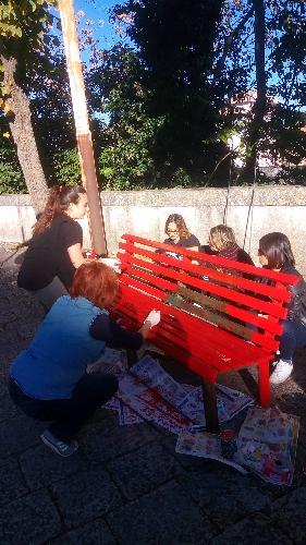 http://www.ragusanews.com//immagini_articoli/28-10-2017/panchina-rossa-violenza-linaugurazione-500.jpg