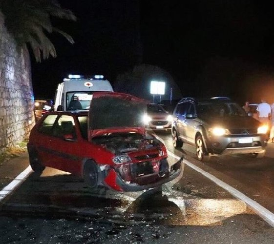 https://www.ragusanews.com//immagini_articoli/28-10-2018/incidente-ispica-rosolini-auto-coinvolte-feriti-500.jpg