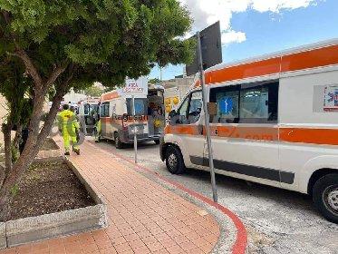 https://www.ragusanews.com//immagini_articoli/28-10-2020/1603891062-vittoria-come-bergamo-fila-di-ambulanze-davanti-all-ospedale-2-280.jpg