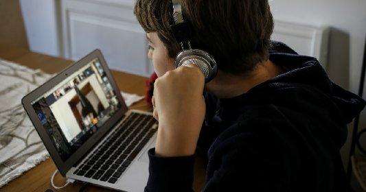 https://www.ragusanews.com//immagini_articoli/28-10-2020/scuola-lezioni-online-chi-ne-salta-una-su-4-e-bocciato-280.jpg