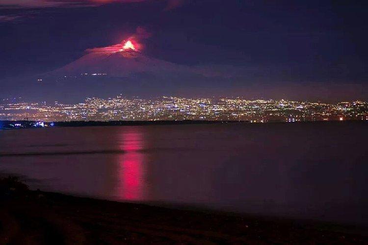 https://www.ragusanews.com//immagini_articoli/28-10-2020/terremoto-a-catania-boati-sull-etna-nella-notte-500.jpg