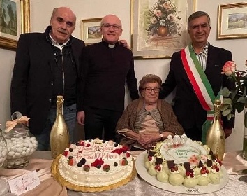 https://www.ragusanews.com//immagini_articoli/28-10-2021/margherita-riscossa-ha-festeggiato-100-anni-280.jpg