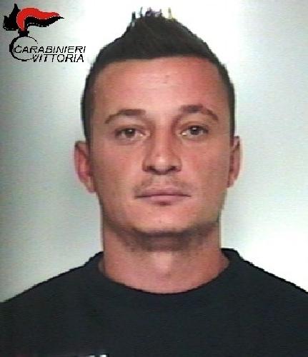 http://www.ragusanews.com//immagini_articoli/28-11-2015/evade-dai-domiciliari-arrestato-albanese-500.jpg