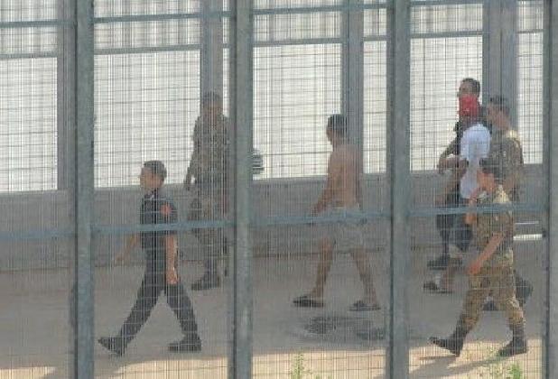 http://www.ragusanews.com//immagini_articoli/28-11-2016/aveva-a-suo-carico-un-decreto-di-espulsione-arrestato-albanese-420.jpg