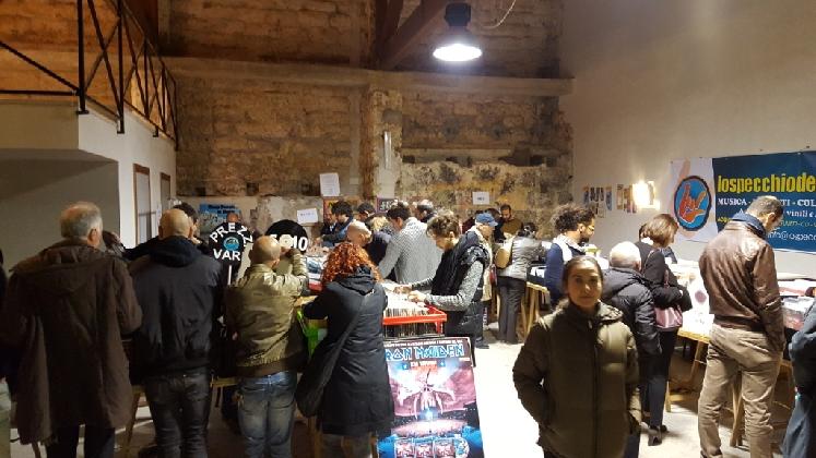 http://www.ragusanews.com//immagini_articoli/28-11-2016/prima-mostra-scambio-del-disco-420.jpg