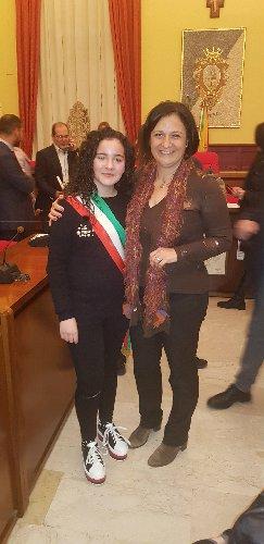 https://www.ragusanews.com//immagini_articoli/28-11-2018/giorgia-blanco-baby-sindaco-comiso-500.jpg
