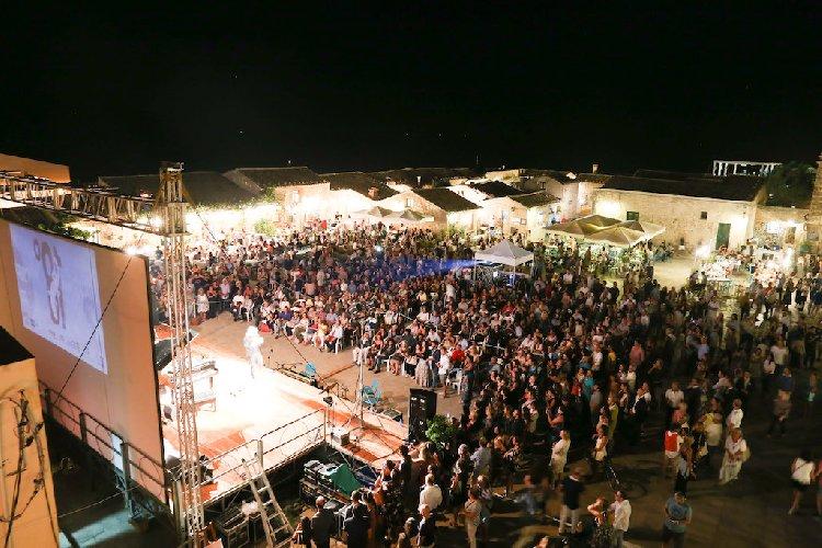 https://www.ragusanews.com//immagini_articoli/28-11-2019/il-festival-cinema-di-frontiera-diventa-itinerante-500.jpg