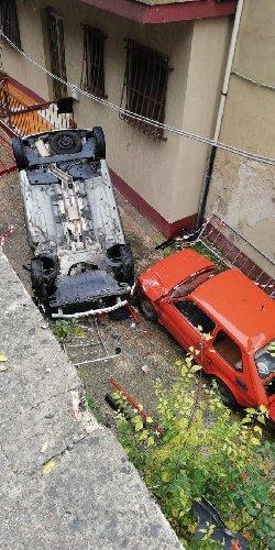 https://www.ragusanews.com//immagini_articoli/28-11-2020/1606570260-modica-auto-finisce-in-un-burrone-sopra-un-altra-auto-1-500.jpg