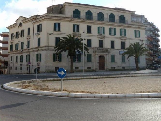 https://www.ragusanews.com//immagini_articoli/28-12-2013/la-mia-piazza-del-popolo-maltrattata-500.jpg