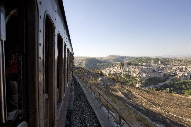 https://www.ragusanews.com//immagini_articoli/28-12-2016/appuntamento-treno-barocco-420.jpg