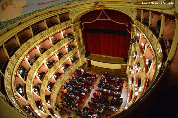 https://www.ragusanews.com//immagini_articoli/28-12-2017/concerto-capodanno-apre-stagione-teatro-vittoria-colonna-500.jpg