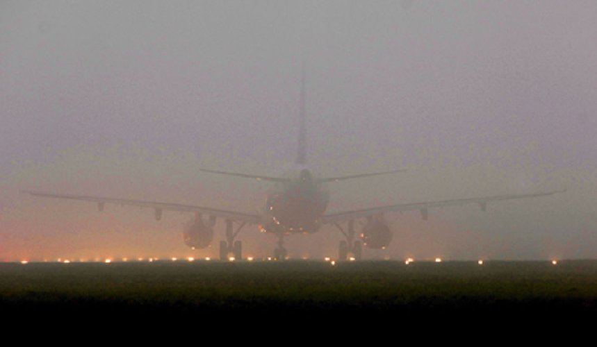 https://www.ragusanews.com//immagini_articoli/28-12-2018/pilota-nebbia-aereo-ritarda-500.jpg