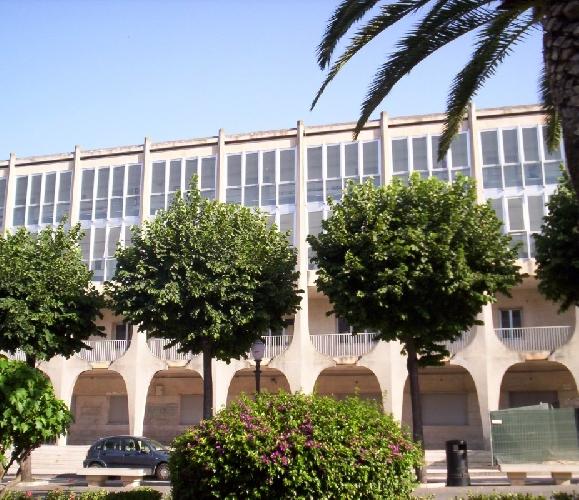 http://www.ragusanews.com//immagini_articoli/29-01-2016/si-eliminano-le-barriere-architettoniche-della-scuola-lipparini-500.jpg