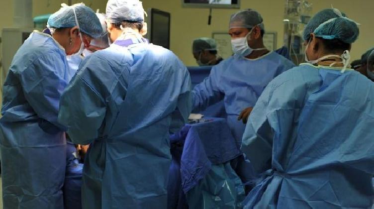 http://www.ragusanews.com//immagini_articoli/29-01-2017/avanguardia-chirurgia-complessa-ghiandola-parotide-420.jpg