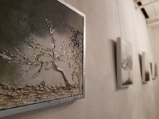 https://www.ragusanews.com//immagini_articoli/29-01-2018/1517262815-reale-luce-pittura-elena-paradiso-3-240.jpg