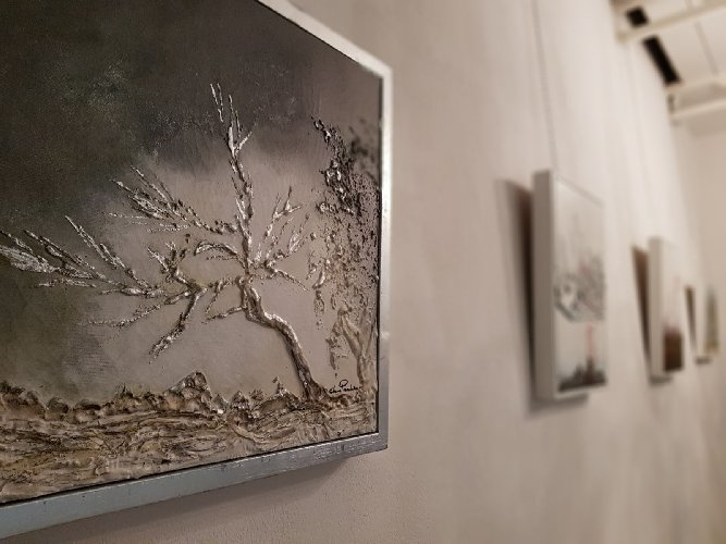 https://www.ragusanews.com//immagini_articoli/29-01-2018/1517262815-reale-luce-pittura-elena-paradiso-3-500.jpg