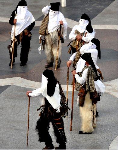 https://www.ragusanews.com//immagini_articoli/29-01-2018/carnevale-sicilia-appuntamento-museo-costume-500.jpg