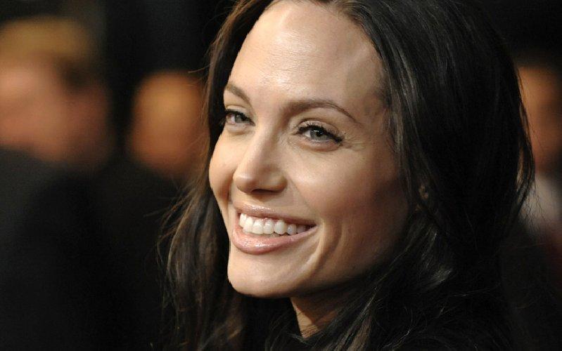 https://www.ragusanews.com//immagini_articoli/29-01-2018/sorriso-avere-denti-bianchi-500.jpg