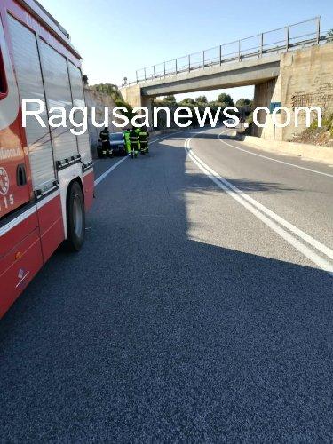 https://www.ragusanews.com//immagini_articoli/29-01-2019/viadotto-maganuco-calcinaccio-colpisce-pieno-auto-500.jpg
