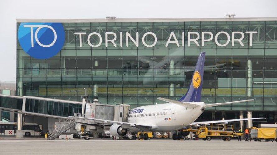 https://www.ragusanews.com//immagini_articoli/29-01-2020/aeroporto-di-comiso-presentato-il-volo-blue-air-per-torino-500.jpg