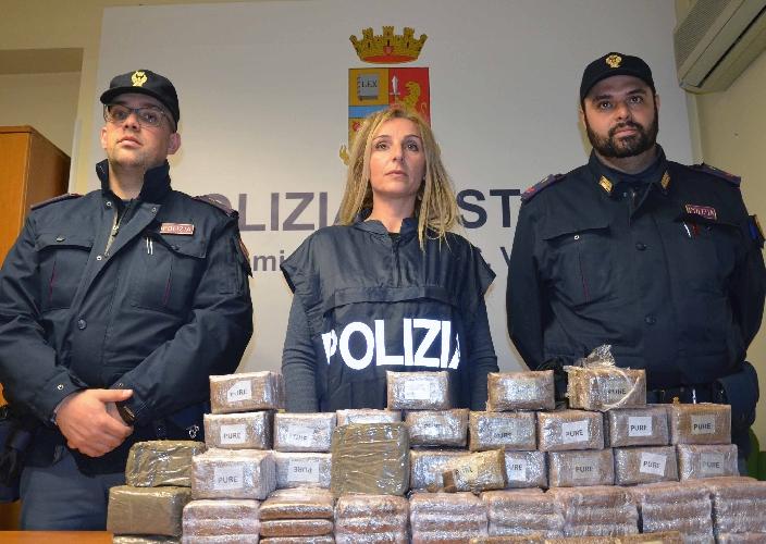 https://www.ragusanews.com//immagini_articoli/29-03-2016/pacco-bomba-no-pacco-droga-500.jpg