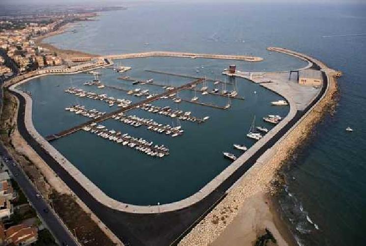 http://www.ragusanews.com//immagini_articoli/29-03-2016/sequestrata-la--societa-porto-turistico-di-marina-di-ragusa-500.jpg