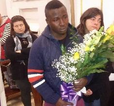 http://www.ragusanews.com//immagini_articoli/29-03-2017/funerali-vivian-ghanese-morta-modica-dopo-aver-partorito-220.jpg
