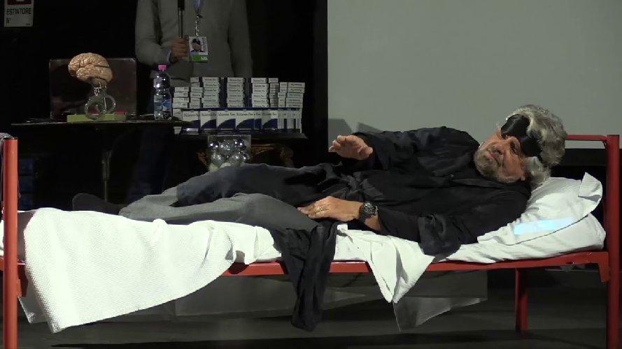https://www.ragusanews.com//immagini_articoli/29-03-2018/beppe-grillo-insomnia-ragusa-500.jpg