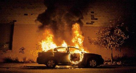 http://www.ragusanews.com//immagini_articoli/29-03-2018/ispica-fuoco-auto-brescia-240.jpg