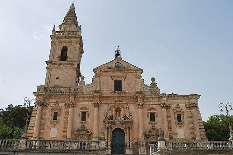 https://www.ragusanews.com//immagini_articoli/29-03-2018/ragusa-protocollo-comune-diocesi-fruizione-chiese-500.jpg