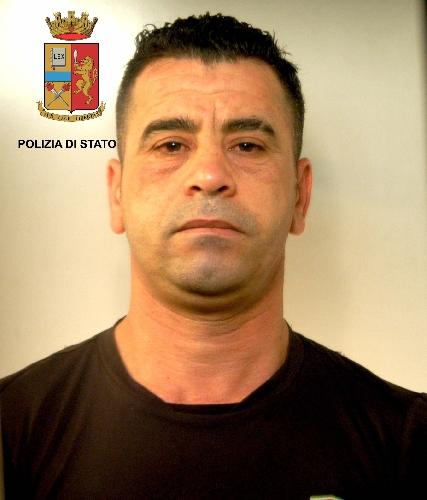 http://www.ragusanews.com//immagini_articoli/29-04-2016/arrestato-spacciatore-era-evaso-per-prendere-le-sigarette-500.jpg