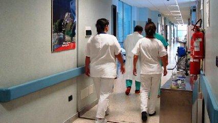 https://www.ragusanews.com//immagini_articoli/29-04-2019/e-finita-cosi-in-italia-cerchiamo-medici-e-infermieri-stranieri-240.jpg