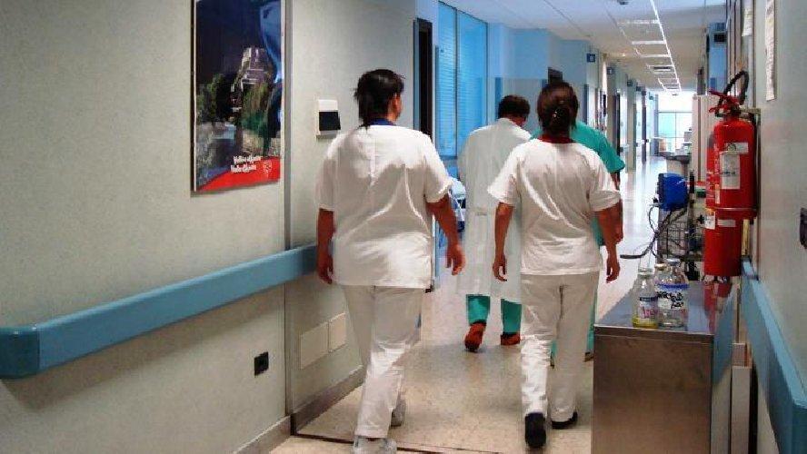 https://www.ragusanews.com//immagini_articoli/29-04-2019/e-finita-cosi-in-italia-cerchiamo-medici-e-infermieri-stranieri-500.jpg