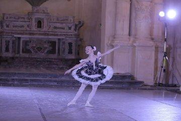 https://www.ragusanews.com//immagini_articoli/29-04-2019/ragusa-per-un-giorno-capitale-danza-240.jpg