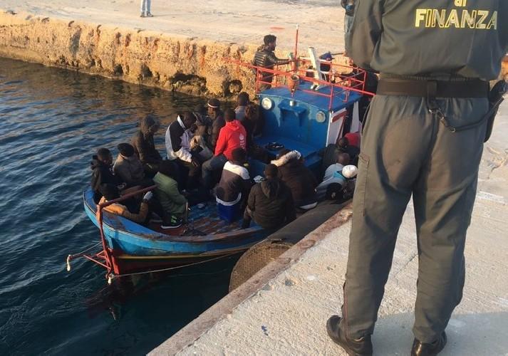 https://www.ragusanews.com//immagini_articoli/29-04-2020/a-pozzallo-i-migranti-di-lampedusa-sindaco-mi-sento-in-obbligo-500.jpg