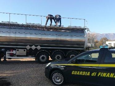 https://www.ragusanews.com//immagini_articoli/29-04-2021/ndranghjeta-e-frodi-su-prodotti-petroliferi-49-arresti-indagini-a-ragusa-280.jpg