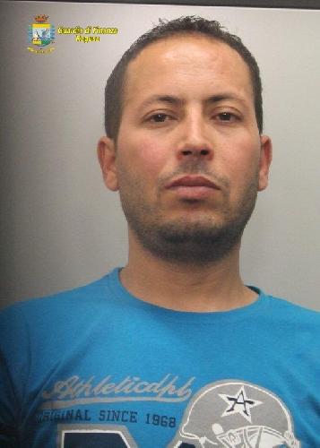 https://www.ragusanews.com//immagini_articoli/29-05-2014/droga-la-finanza-arresta-un-tunisino-a-vittoria-500.jpg