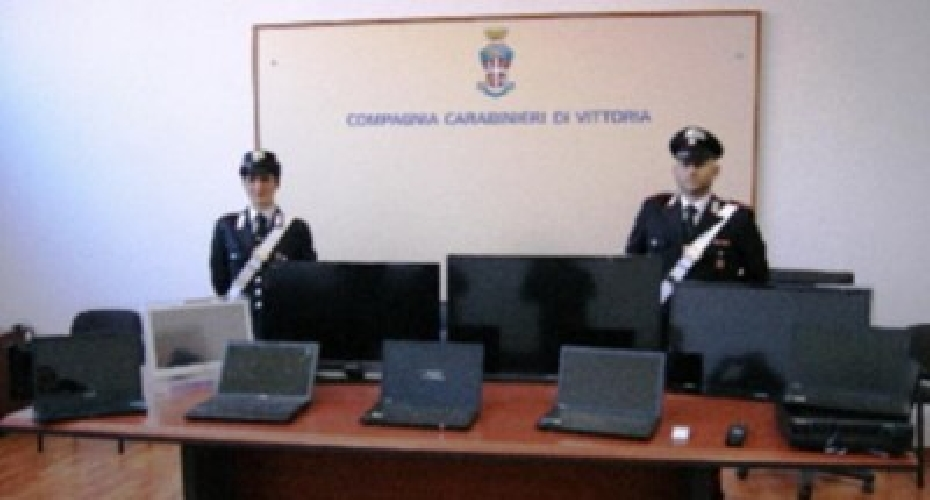 http://www.ragusanews.com//immagini_articoli/29-05-2015/furti-nelle-scuole-di-comiso-arrestati-4-rumeni-500.jpg