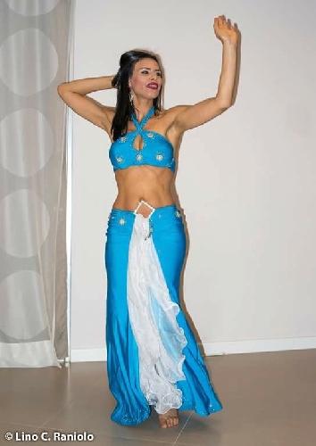 http://www.ragusanews.com//immagini_articoli/29-05-2015/serata-tunisina-con-danza-del-ventre-al-galu-500.jpg