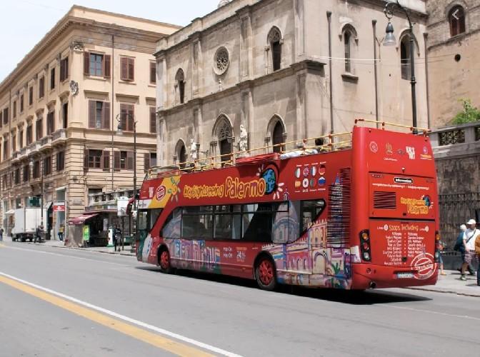 https://www.ragusanews.com//immagini_articoli/29-05-2020/bus-turistici-e-autonoleggio-con-conducente-la-protesta-a-catania-500.jpg