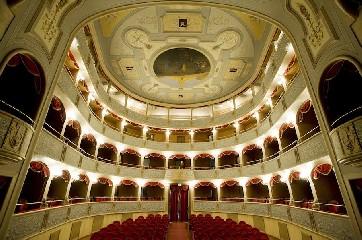 https://www.ragusanews.com//immagini_articoli/29-05-2020/i-rimborsi-dei-biglietti-del-teatro-di-modica-240.jpg