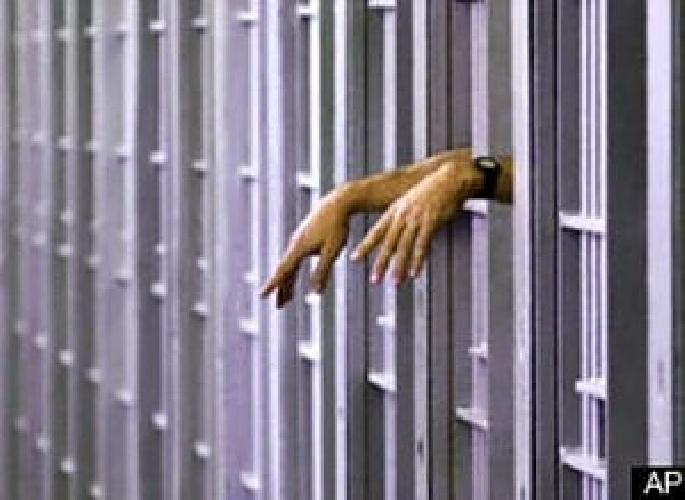 https://www.ragusanews.com//immagini_articoli/29-06-2014/violenza-sessuale-in-carcere-restano-ai-domiciliari-i-due-agenti-500.jpg