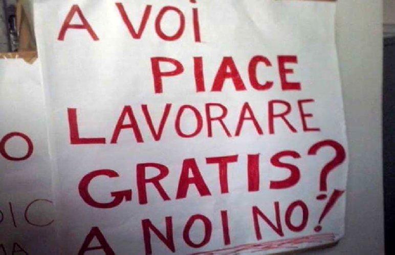 https://www.ragusanews.com//immagini_articoli/29-06-2018/stipendi-lavoratori-dipendenti-bassi-italia-ragusa-500.jpg