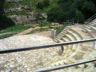 https://www.ragusanews.com//immagini_articoli/29-06-2020/il-teatro-garibaldi-di-modica-va-in-scena-all-aperto-240.jpg