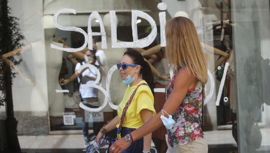 https://www.ragusanews.com//immagini_articoli/29-06-2021/saldi-estivi-2021-sicilia-in-pole-si-parte-il-primo-luglio-500.jpg