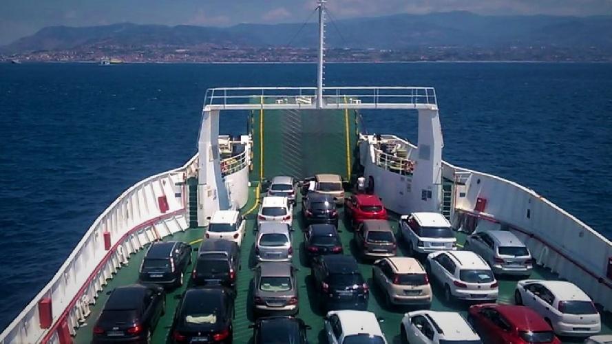 https://www.ragusanews.com//immagini_articoli/29-06-2021/traghetti-andata-e-ritorno-in-coppia-dalla-sicilia-quasi-500-euro-500.jpg