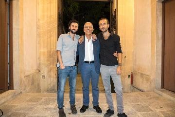 http://www.ragusanews.com//immagini_articoli/29-07-2017/corrispondenze-cammino-sicilia-poetica-trailer-240.jpg